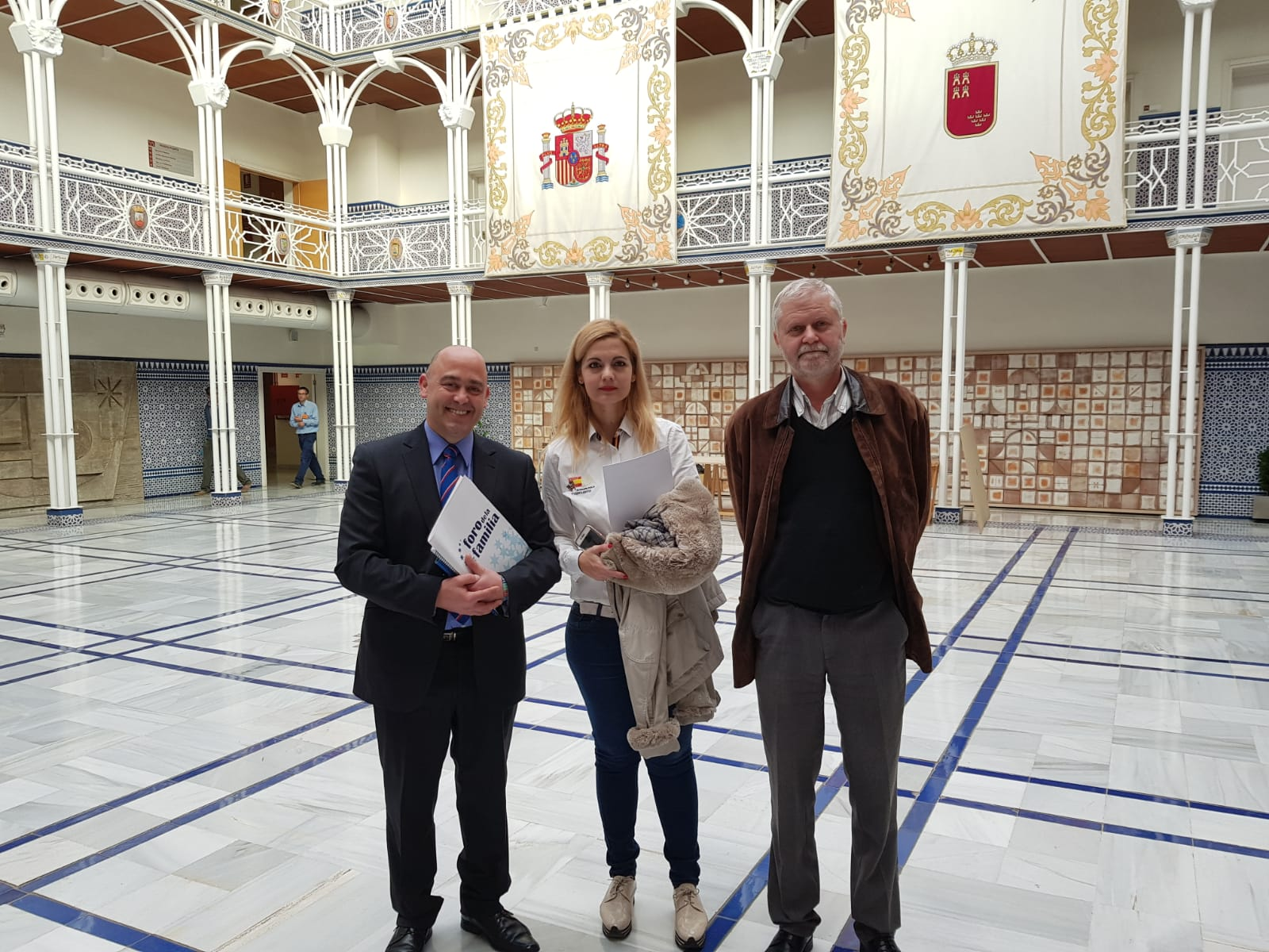 Reportaje de Popular TV: La Plataforma por la educación en Libertad deposita una propuesta en el registro de la Asamblea Regional